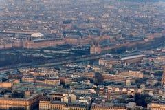 Zonsondergang over het Louvre en het Orsay-museum Stock Foto's