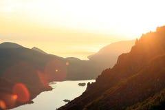 Zonsondergang over het meer Baikal Stock Foto