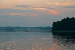 Zonsondergang over het meer in Masuria (Mazury) Royalty-vrije Stock Foto's