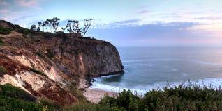 Zonsondergang over het meest verste zuideneind van Crystal Cove-strand royalty-vrije stock foto's