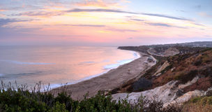 Zonsondergang over het meest verste zuideneind van Crystal Cove-strand stock afbeeldingen