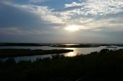 Zonsondergang over het moerasland Royalty-vrije Stock Fotografie