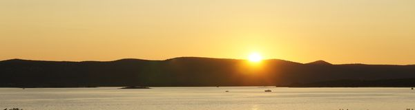 Zonsondergang over het overzees in Biograd-Na Moru, Kroatië royalty-vrije stock foto's