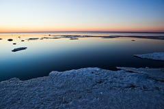 Zonsondergang over het overzees in het noorden Stock Afbeelding