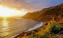 Zonsondergang over het strand stock foto