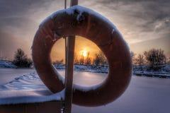 Zonsondergang over het visserijdorp Stock Foto's