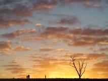 Zonsondergang over heuvel royalty-vrije stock afbeelding