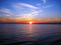 Zonsondergang over Long Island-Geluid bij Hammonasset-het Park van de Strandstaat royalty-vrije stock fotografie