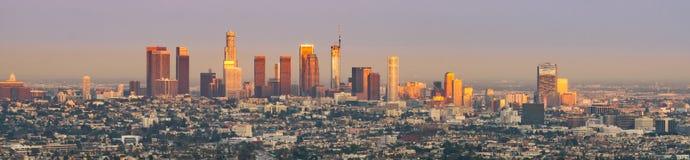 Zonsondergang over Los Angeles van de binnenstad royalty-vrije stock fotografie