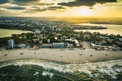 Zonsondergang over Mamaia-dorp bij de Kust van de Zwarte Zee, Ccnstanta, Ro royalty-vrije stock fotografie