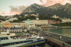 Zonsondergang over Marina Grande, Capri-Eiland Cruisevervoer Royalty-vrije Stock Foto