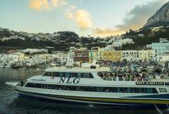 Zonsondergang over Marina Grande, Capri-Eiland Cruisevervoer Royalty-vrije Stock Afbeelding