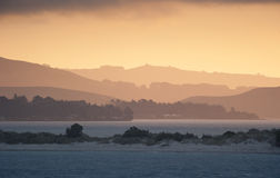 Zonsondergang over Meer in Dunedin, Nieuw Zeeland Royalty-vrije Stock Afbeelding