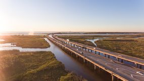 Zonsondergang over Mobiele Baai en brug 10 tusen staten Royalty-vrije Stock Foto