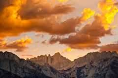 Zonsondergang over Mount Whitney Stock Afbeeldingen