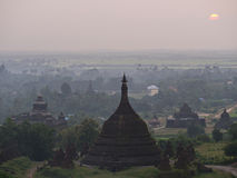Zonsondergang over Mrauk-U, Myanmar Stock Fotografie