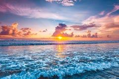 Zonsondergang over oceaan
