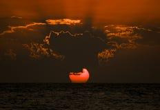 Zonsondergang over oceaan Stock Afbeeldingen