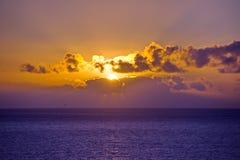 Zonsondergang over oceaan Stock Foto's