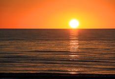 Zonsondergang over Oceaan. De Baai van Larg, Australië Stock Fotografie