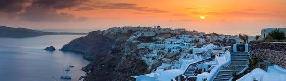 Zonsondergang over Oia Santorini stock afbeelding