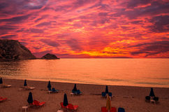 Zonsondergang over Petani-strand, Kefalonia-eiland, Griekenland Royalty-vrije Stock Fotografie