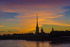 Zonsondergang over Peter en Paul Fortress Royalty-vrije Stock Afbeeldingen