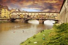 Zonsondergang over Ponte Vecchio royalty-vrije stock fotografie