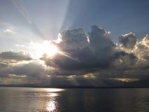 Zonsondergang over reservoir royalty-vrije stock afbeelding