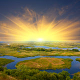 Zonsondergang over rivier stock afbeelding