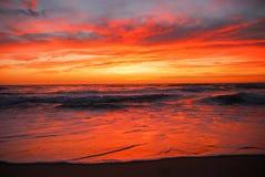 Zonsondergang over strand Stock Fotografie