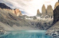 Zonsondergang over Torres in Torres del Paine nationaal park, Patagonië, Chili, Zuid-Amerika stock foto
