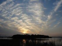 Zonsondergang over Ushiku-Meer in de vroege winter royalty-vrije stock foto's