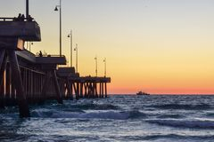 Zonsondergang over Venice Beach-Pijler in Los Angeles, Californië royalty-vrije stock fotografie