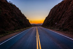Zonsondergang over verre bergen en Escondido-Canionweg, in Agua Royalty-vrije Stock Fotografie