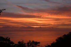 Zonsondergang over vreedzame oceaan Royalty-vrije Stock Foto's