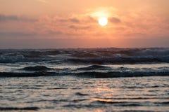 Zonsondergang over Vreedzame oceaan bij Kaapvooruitzicht, royalty-vrije stock afbeelding