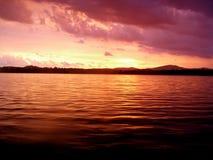Zonsondergang over Water royalty-vrije stock foto