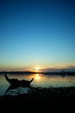 Zonsondergang overzees silhouet  Stock Afbeelding