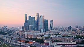 Zonsondergang panoramische zogenaamde Timelapse van commerciële stad in Moskou, het Commerciële van Moskou Internationale Centrum stock footage