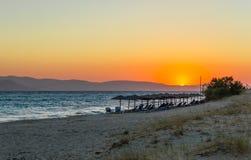 Zonsondergang in Plaka-strand, Naxos, Griekenland royalty-vrije stock fotografie