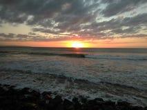 Zonsondergang Playa Rompeolas Aquadillia Puerto Rico stock foto