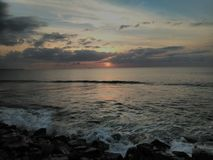 Zonsondergang Playa Rompeolas Aquadillia Puerto Rico stock foto's
