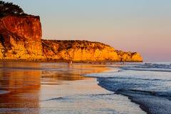 Zonsondergang in Porto DE Mos Beach in Lagos, Algarve Royalty-vrije Stock Afbeelding