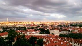 Zonsondergang in Praag, Tsjechische republiek, de zomer van 2016 royalty-vrije stock fotografie
