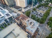 Zonsondergang in Raleigh, NC boven een bouwwerf Stock Afbeeldingen