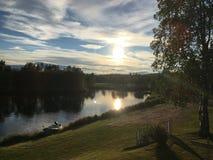 Zonsondergang in Randijaur, Jokkmokk, Zweden stock afbeelding