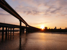 Zonsondergang in rivieroever Royalty-vrije Stock Fotografie
