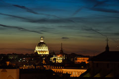 Zonsondergang in Rome Koepel van St Peter ` s Basiliek Royalty-vrije Stock Foto