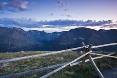 Zonsondergang in Rotsachtige Bergen stock fotografie